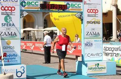 100 km del Passatore 2017 (45^ ed.). Salvatore Sulsenti, camminatore sportivo per la prima volta finisher del Passatore, al suo battesimo sulla distanza