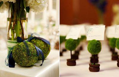 Décoration de mariage bleu marine et verte naturelle