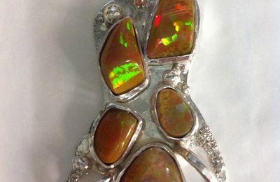 Création d'un pendentif en opale d'Ethiopie.