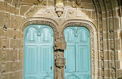 Le porche de l'église de Landivisiau VII. L'arcade intérieure et son tympan.