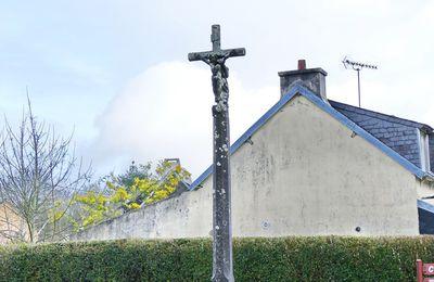 Les calvaires de Dirinon VII : La Croix de Ty-Croas.