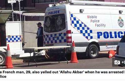 3689 - Infos zappées par la télé. En Australie un Français ( !) avec visa touristique, tue au couteau une femme et blesse deux autres personnes aux cris de « Allah Akbar », et tue en prime le chien des policiers venus l'arrêter.