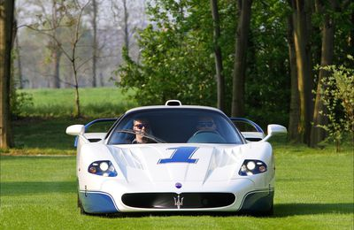 VOITURES DE LEGENDE (698) : MASERATI MC12  STRADALE - 2004