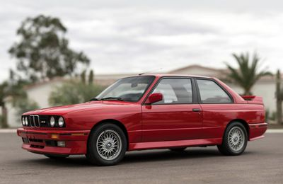 VOITURES DE LEGENDE (700) : BMW  M3  COUPE  E30 - 1987