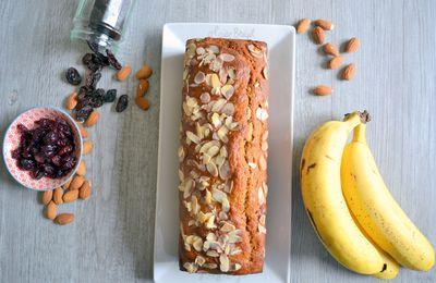 Banane cake à la farine de maïs, pâte de spéculoos, amandes, raisins secs et cranberries