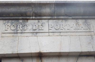 Un petit tour en face au Fort de Port Man