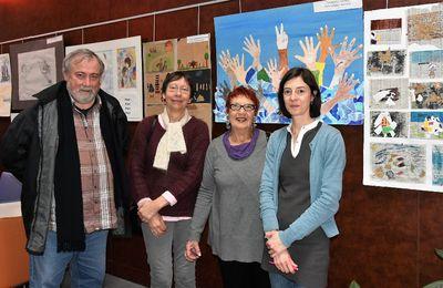 Solidarité avec la Grèce, expo, dégustation et collecte de médicaments