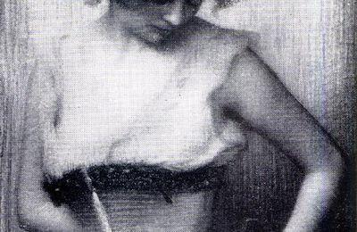 Jeune fille en corset