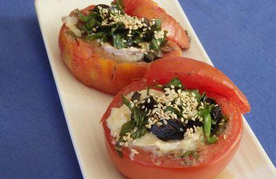 Tomates farcies au chèvre-tapenade et basilic