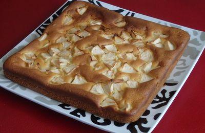Gâteau à la crème fraîche et à la pomme