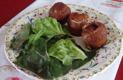 Nonnettes fourrées au soumaintrain et salade à  la moutarde au pain d'épices