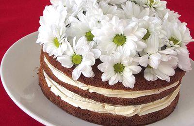 Gâteau fleuri aux noix et crème au sirop d'érable