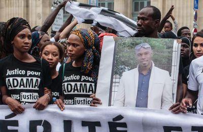Mort d'Adama Traoré : la famille porte plainte contre une gendarme pour faux en écritures publiques et modification de scène de crime