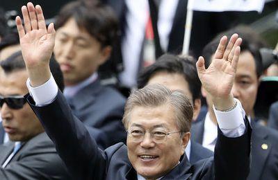 Corée du Sud : la victoire de M. Moon pourrait signifier un changement considérable de politique vis-à-vis de Pyongyang et de l'allié et protecteur américain. M. Moon prône le dialogue avec la Corée du Nord afin de désamorcer les tensions et de l'inciter à négocier. Il veut aussi plus de distance avec les Etats-Unis.