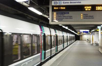"""Après l'arrêt au mois d'août du RER A entre Nation et la Défense, la panne immobilisant la gare Montparnasse durant plusieurs jours, c'est au RER B de suspendre son trafic ce prochain week-end entre entre la gare du Nord, à Paris, et Aulnay-sous-Bois, perturbant la liaison entre la capitale et Roissy. De telles interruptions n'ont jamais eu lieu durant des décennies, les travaux se situant quotidiennement la nuit par du personnel spécialisé SNCF...Mais celle-ci, par souci d'économie, laisse le réseau ferré se détériorer et confie les travaux à des entreprises privées moins spécialisées...Peut importe au pouvoir politique si ces """"économies"""" lèsent la population, les transports publics devant être confrontés après 2020 à la concurrence  européenne privée"""