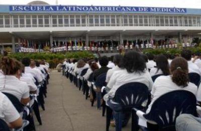 CUBA :170 médecins étasuniens sont diplômés à La Havane