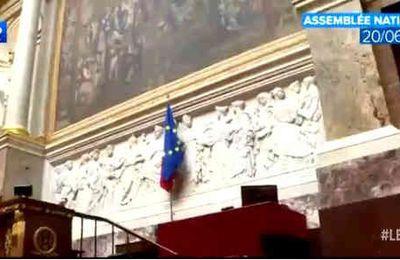 Sortir le drapeau européen de l'Assemblée nationale