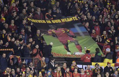 Les supporters des Diables rouges ont rendu hommage à Junior Malanda à la 6e minute du match contre Chypre