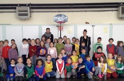 Les écoliers initiés au Basket-ball