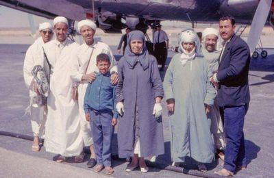 Une photo datant de 1963 ( Aéroport de Laghouat à l'occasion du vol Laghouat-Djeddah) - par Ahmed Belmecheri-