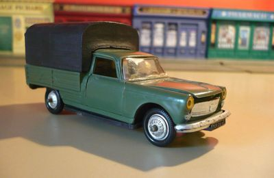 Collector : Peugeot 404 pick-up militaire au 1/43 (Norev)