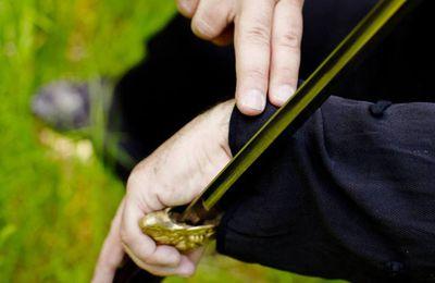Pratiques martiales internes et externes, bâton, fouet et bambou