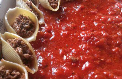 Coquilles farcies sur lit de tomate