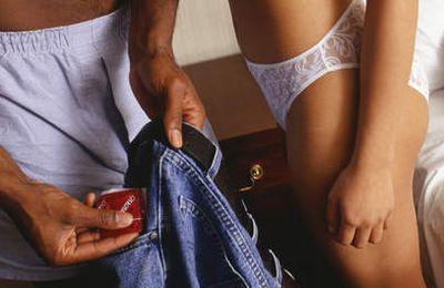 Il utilise un sac plastique au lieu d'un préservatif: leur première fois vire au drame