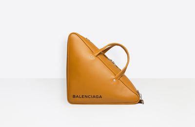 GRAB YOUR BALENCIAGA DUFFLE TRIANGLE LEATHER BAG!