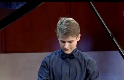 Magnifique ! very very nice .... Simon Buerki plays W.A.Mozart KV 333, parts 2 and 3