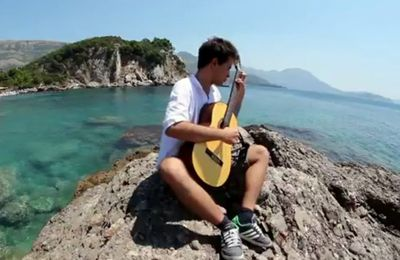 Guitare vacances . Capricho Catalan (Isaac Albeniz) played by David Strbac