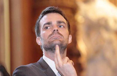 Bruno Julliard censure les bibliothécaires parisiens qui osent relayer sur twitter les critiques sur le prêt numérique