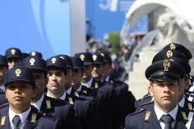 """Roma:a 29 anni sono troppo""""vecchi"""":gruppo di aspiranti poliziotti protesta contro riordino carriere militari"""
