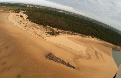 Photos aériennes d'une grande marée sur la plage du veillon à Talmont