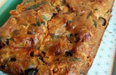 Cake aux champignons, noisettes & fourme d'ambert