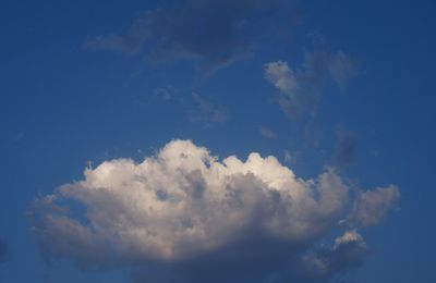 Lundi Soleil -  A l'ombre d'un nuage