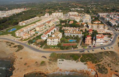 El precio de la vivienda estable en abril, y repuntes del 4,4% en la costa mediterránea