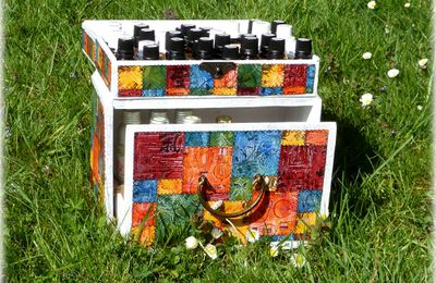 Coffret en boîtes de cigares recyclées/ Chest from repurposed cigar boxes