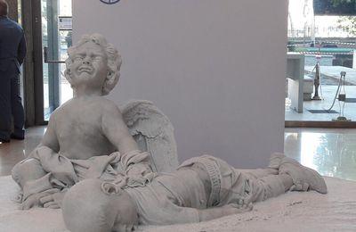 """Sa sainteté le très saint père """"pape"""" François offre une statue représentant Alyan à l'ONU"""