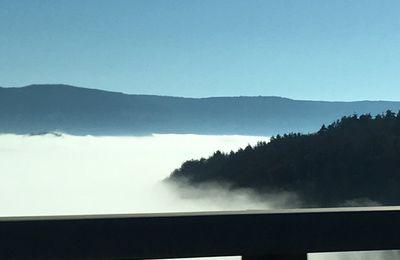 Un balcon sur la brume...