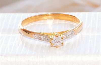 BELLE BAGUE SOLITAIRE OR 2 TONS 18 K ( 750 ) - DIAMANTS 0,20 ct     REF / AA 878