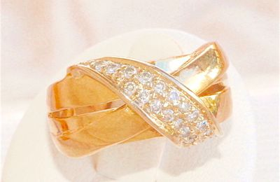 ELEGANTE BAGUE CROISEE EN OR JAUNE 18 K ( 750 ) - DIAMANTS   REF / AB 913