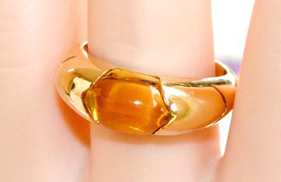 BELLE BAGUE JONC EN OR JAUNE 18 K ( 750 ) - CITRINE COUPE CABOCHON     REF / AB 914