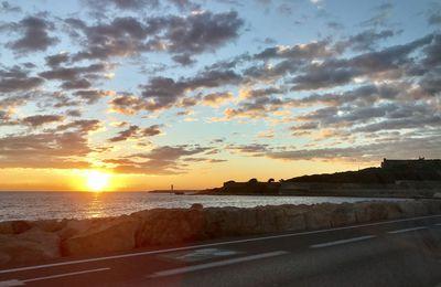 Clichés sur le vif... lever de soleil sur la mer d'Antibes