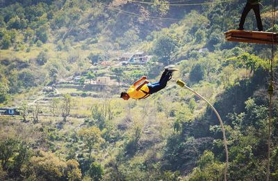 Bungee Jumping: Feel the Fear