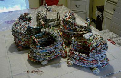 Collection de poussettes en papier tressé