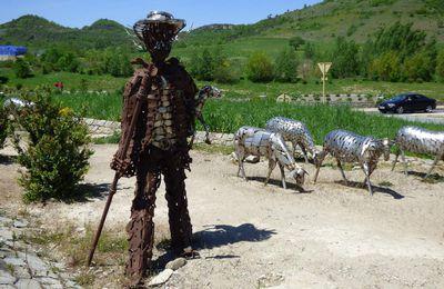 Sculptures à Roquefort- sur- Soulzon.