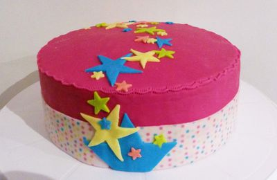 Gâteau Etoiles (avec ruban de pâte à sucre)