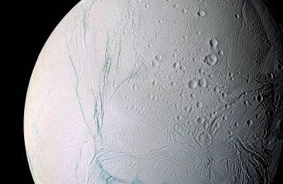 Cassini voit la chaleur sous la surface glacée d'Encelade