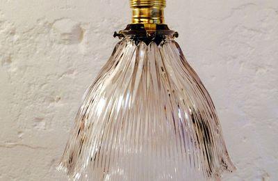Lampe suspension luminaire abat jour transparent en verre moulé type holophane (vendue)